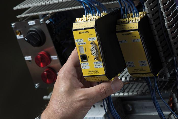 Fot. 1. Istnieją różnorodne moduły, przy pomocy których można rozszerzyć system PSC1, np. dodatkowe wejścia/wyjścia, uniwersalne interfejsy magistralowe, bezpieczna komunikacja między sterownikami oraz bezpieczne monitorowanie napędów