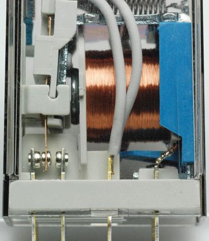 Zmiana procesu połączenia przewodów wewnątrz przekaźnika zlutowania na zgrzewanie zwiększyła wytrzymałość izolacyjną między obwodami